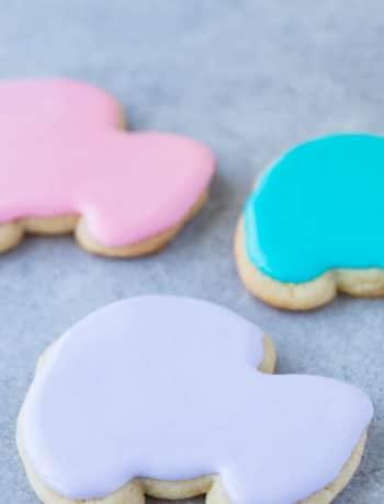 Sugar cookie icing on baby shower sugar cookies.